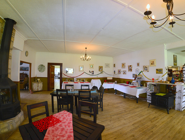 Kalahari Farmhouse diningroom