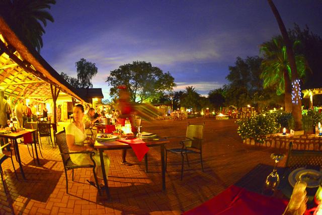 Kalahari Anib Lodge - dinnertime