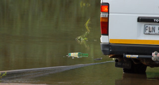 Beer bottle thrown out of taxi into Shingwedzi river in Kruger Park