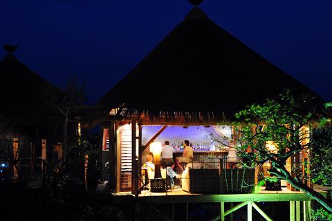 Dolomite camp bar
