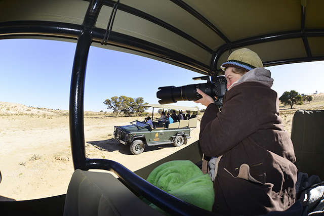 Easy to handhold on safari vehicle