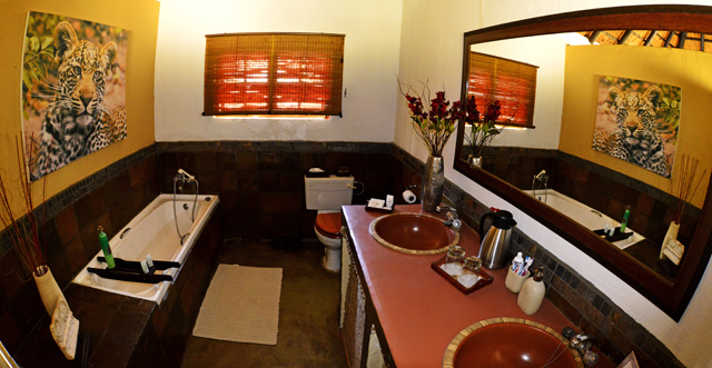 Shingwedzi bathroom at Kambaku
