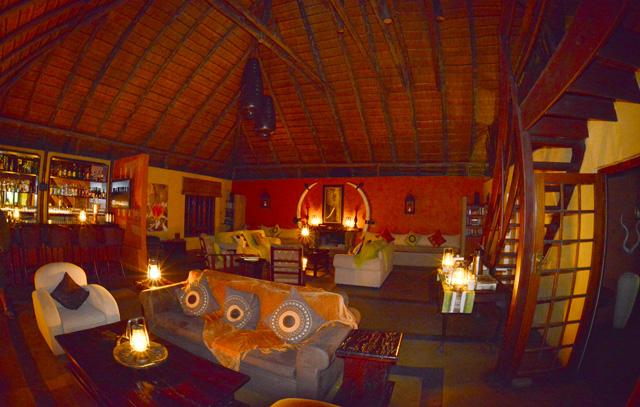 Warm Kambaku lounge