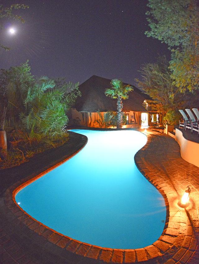Kambaku swimming pool