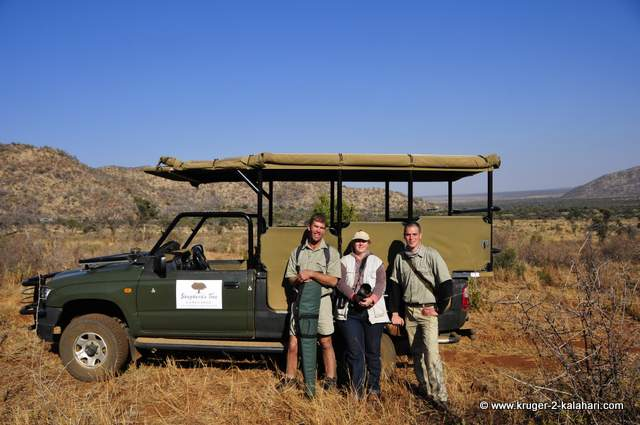 Game drive vehicle and our two game guides