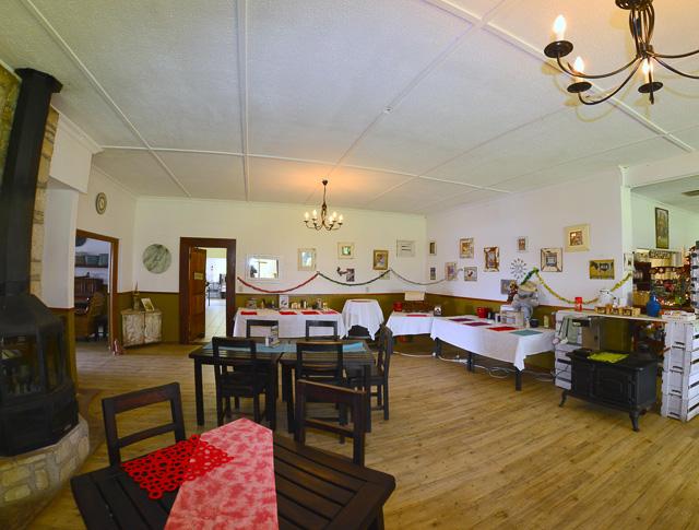Kalahari Farmhouse diningroom
