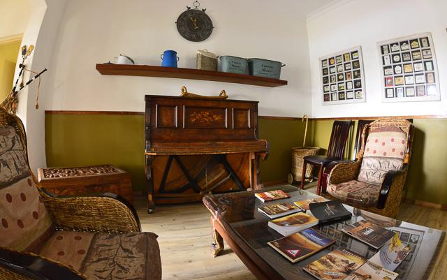 Kalahari Farmhouse lounge