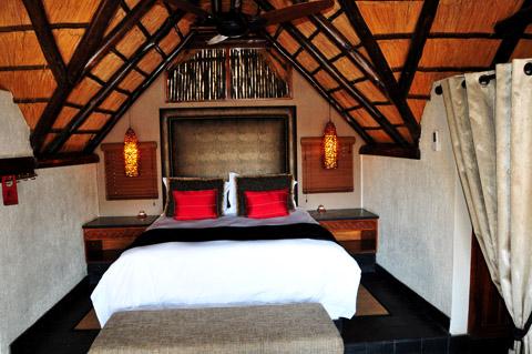 Luxury Chalet bedroom in Tshukudu Lodge