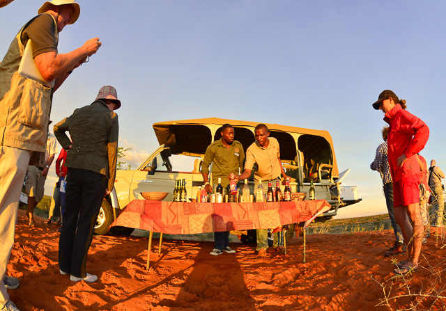 Kalahari Anib Lodge - sun-downers on dune