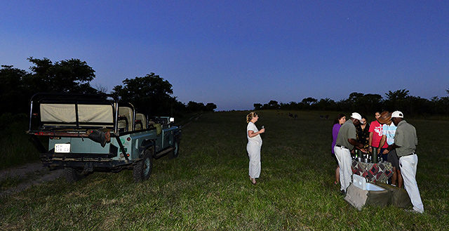 Sundowners on Idube game drive