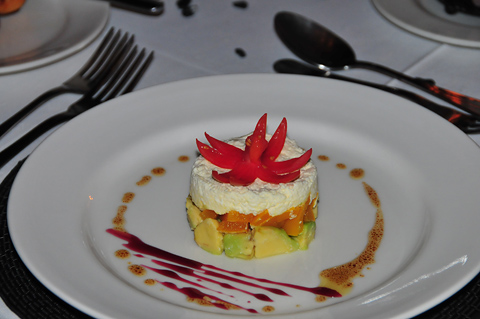 Starter of Avo and cheese at Tshukudu Lodge