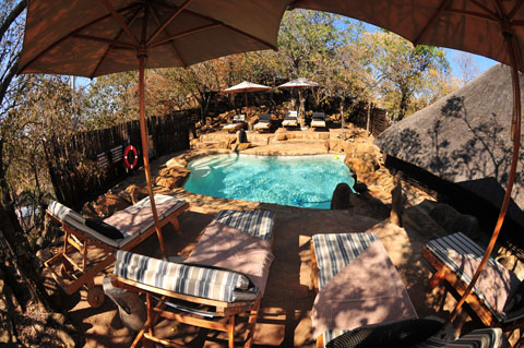 Rock plunge pool and deck at Toshukudu Bush Lodge