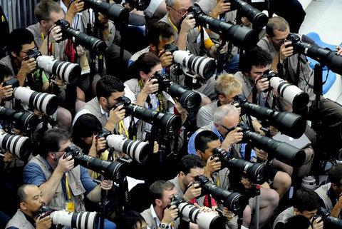 Canon and Nikon - black vs white lenses