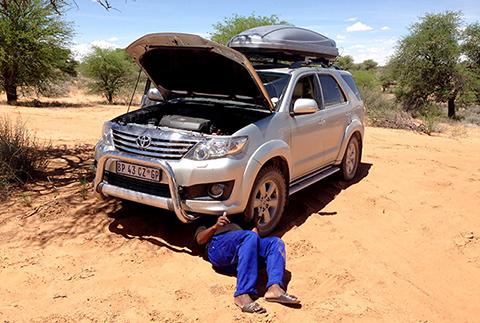 Toyota Fortuner leaking petrol in Kgalagadi, Botswana