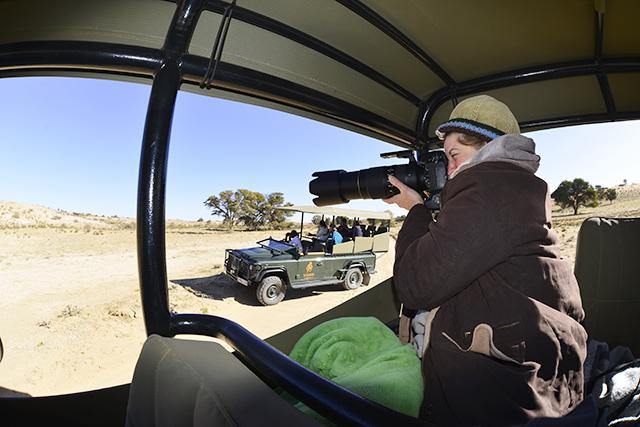 Easy to handhold on safari vehicle
