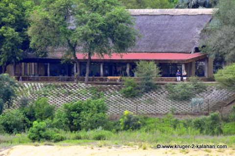 Letaba restaurant overlooking the river