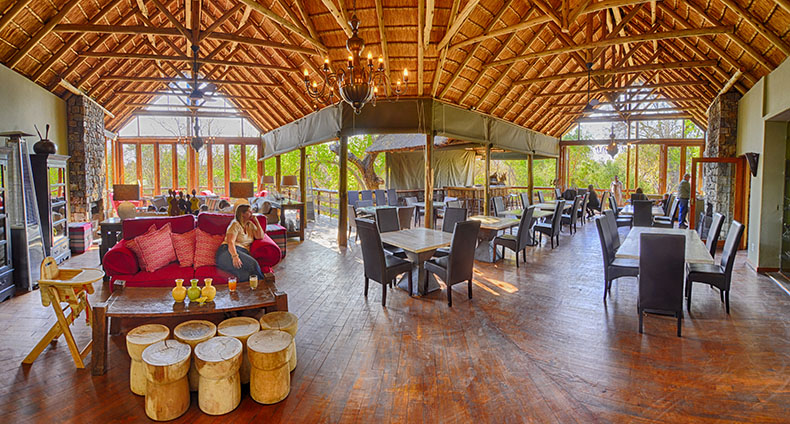 Lounge, bar and diningroom